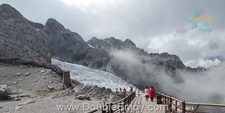 DE342 : โปรแกรมทัวร์คุนหมิง แชงกรีล่า ต้าหลี่ ลี่เจียง ภูเขาหิมะมังกรหยก หุบเขาพระจันทร์สีน้ำเงิน 7 วัน 5 คืน (MU + บินภายใน) - ไม่เข้าร้านรัฐบาล